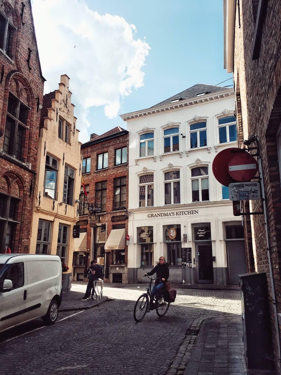 [ Belgium ] 比利時八天城市流浪, Train Hostel便宜青年旅館推薦!(2021)